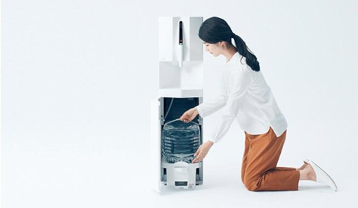 水が下置きで便利なcadoサーバー